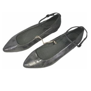 💗NEW! AMERICAN EAGLE OUTFITTERS gray silver flats